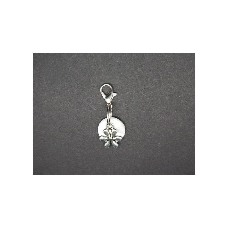 breloque pour bola de grossesse ou pour mettre sur un bracelet  un collier un porte cles   fleur