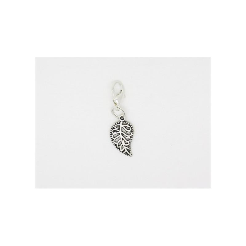 breloque pour bola de grossesse ou pour mettre sur un bracelet  un collier un porte cles   feuille